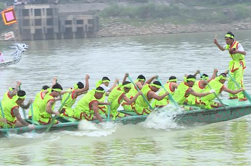 Rộn ràng lễ hội bơi chải Sông Lô trong dịp giỗ Tổ Hùng Vương