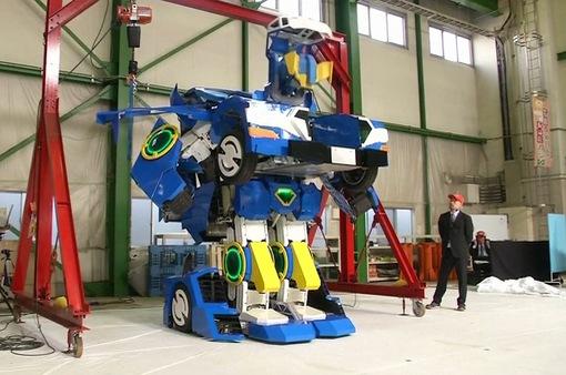 Nhật Bản: Robot biến hình từ xe hơi có người lái lần đầu lộ diện
