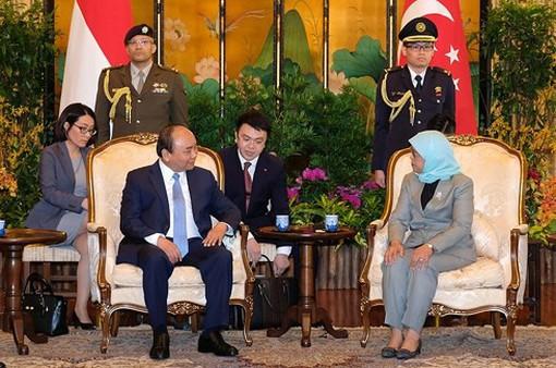 Thủ tướng hội kiến Tổng thống Singapore