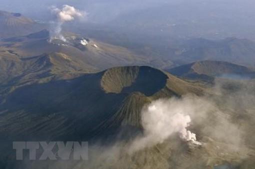 Núi lửa Io (Nhật Bản) phun trào trở lại
