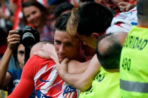 Những hình ảnh không thể nào quên trong ngày Fernando Torres chia tay A. Madrid