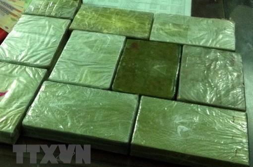 Thanh Hóa: Bắt giữ 2 đối tượng vận chuyển trái phép 60 bánh heroin