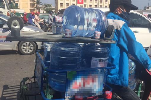 Cảnh giác với nước uống đóng chai, nước đá dùng liền rõ nguồn gốc xuất xứ