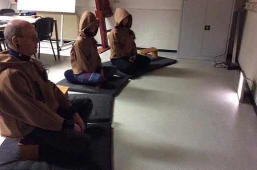 Anh: Áo thông minh dành cho người tập thiền
