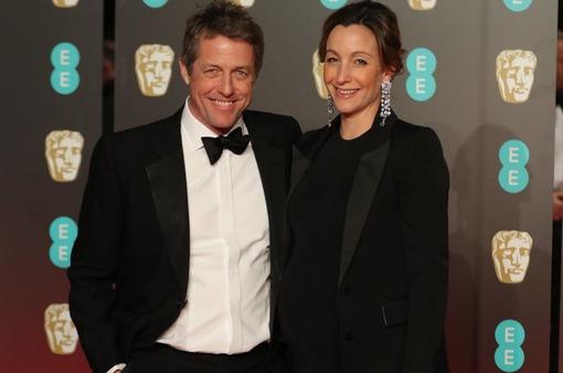 Hugh Grant đã chịu kết hôn ở tuổi 57