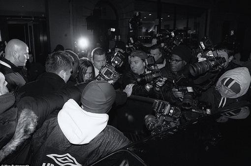 Lộ ảnh William, Kate Middleton và dàn sao hạng A bơ phờ rời quán bar
