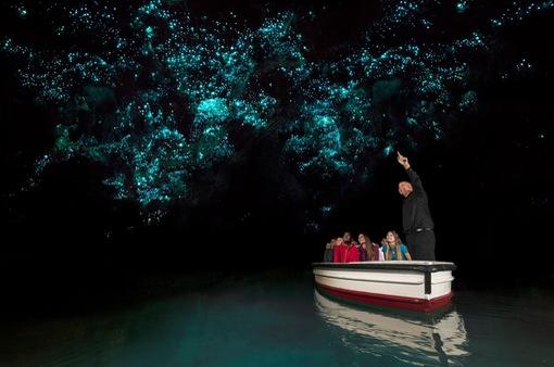 Thú vị ngắm bầu trời đầy sao từ dưới lòng đất ở New Zealand