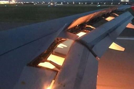 Máy bay chở đội tuyển Saudi Arabia bốc cháy