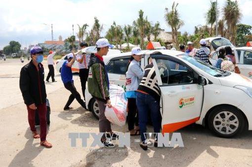 Hơn 250 thí sinh ở huyện đảo Phú Quý vào đất liền để chuẩn bị dự thi THPT Quốc gia