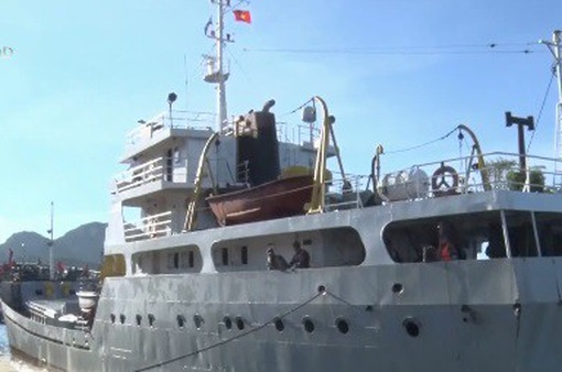 Đưa 31 ngư dân gặp nạn vào bờ an toàn