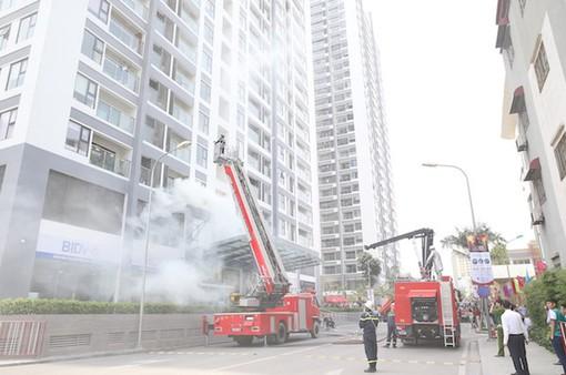 Diễn tập phòng cháy chữa cháy chung cư tại Cần Thơ