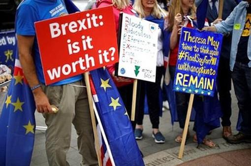 Gần 100.000 người Anh xuống đường biểu tình phản đối Brexit