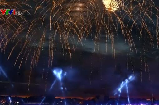 Mãn nhãn tiệc pháo hoa tại Lễ hội Đêm Trắng ở Nga