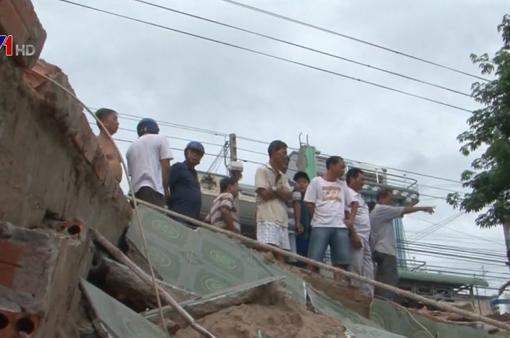 Sạt lở bờ sông tại An Giang, di dời khẩn cấp 14 hộ dân