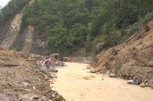 Nhiều tuyến đường ở Lào Cai, Lai Châu sạt lở, ách tắc hoàn toàn do mưa lũ