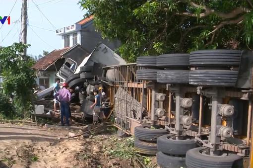 Tai nạn xe liên hoàn tại Phú Yên, 3 người bị thương nặng