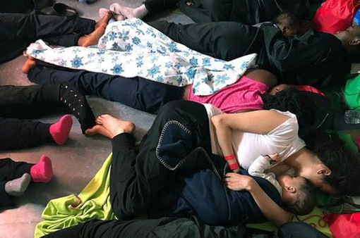 100 trẻ em được cứu tại bờ biển Tây Ban Nha