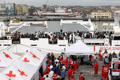 Đức đồng ý tiếp nhận một phần trong số 450 người di cư mắc kẹt trên biển