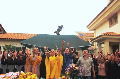 Cộng đồng người Việt tại Angola long trọng tổ chức đại lễ Phật Đản
