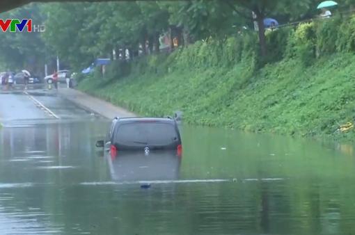 Mưa lũ gây ngập lụt nghiêm trọng ở Trung Quốc