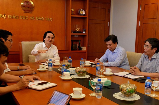 Bộ trưởng Phùng Xuân Nhạ yêu cầu đẩy nhanh việc chấm thẩm định theo Quy chế thi THPT Quốc gia