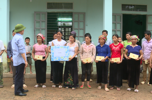 Chính quyền Lai Châu hỗ trợ người dân sau trận lũ lịch sử