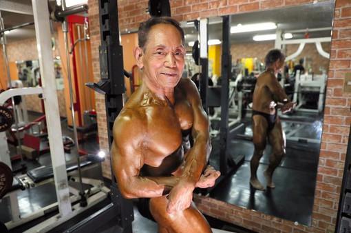 Cụ ông Nhật Bản 81 tuổi quyết giữ thân hình 6 múi vì vợ