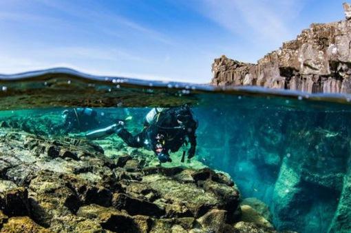 """Khả năng """"sống sót"""" kỳ lạ của chiếc iPhone nằm sâu dưới đáy biển"""