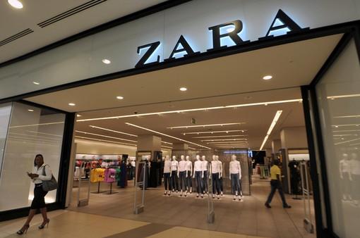 Bị Zara quỵt tiền lương, các công nhân phải viết giấy cầu cứu khách hàng