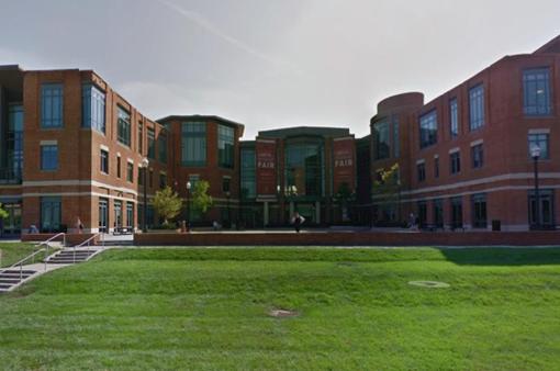 Hơn 100 cựu sinh viên Mỹ tố cáo từng bị bác sĩ quấy rối tình dục