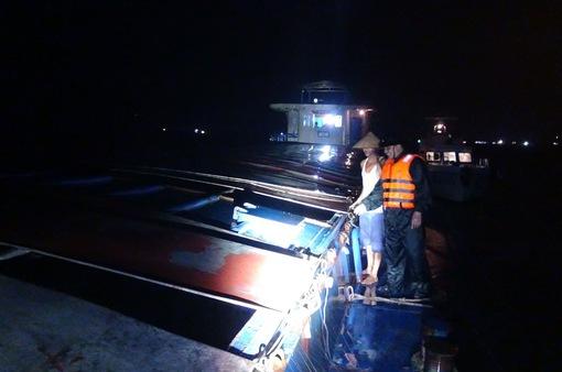 Tạm giữ tàu chở hơn 600 tấn than không rõ nguồn gốc