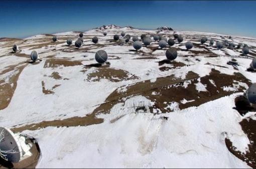 Hy hữu tuyết rơi trên sa mạc khô cằn nhất thế giới