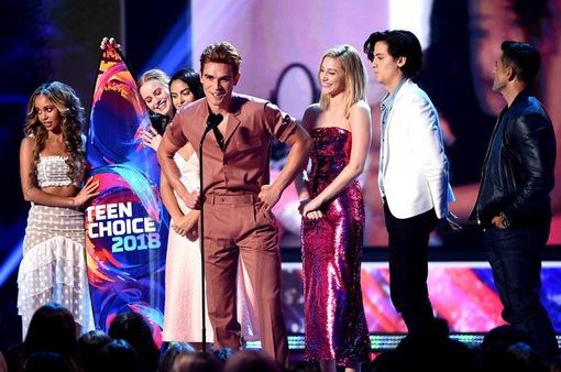 Camila Cabello thắng lớn tại Teen Choice Awards 2018
