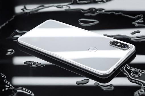 """Motorola P30: Bản sao """"lộ liễu"""" nhất của iPhone X ra mắt"""