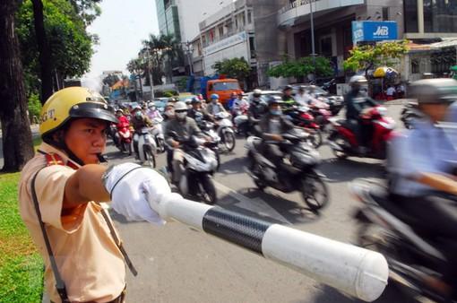 Phân luồng giao thông đường Nguyễn Huệ (TP.HCM)