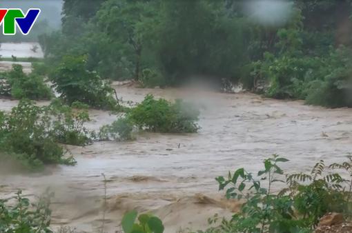 Mưa lớn gây ngập lụt, sạt lở tại Nghệ An