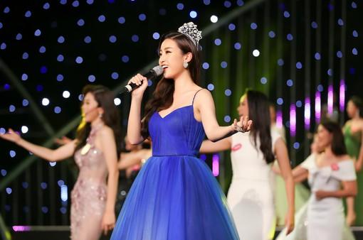 Đỗ Mỹ Linh khoe giọng hát ấn tượng mở màn Gala 30 năm Hoa hậu Việt Nam