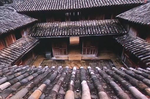 """Cháu nội """"vua Mèo"""" đề nghị trả lại dinh thự họ Vương ở Hà Giang"""