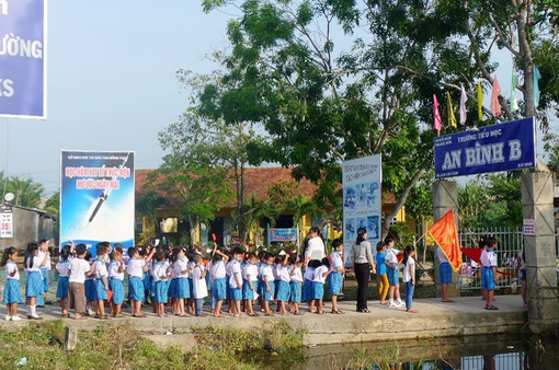 Học sinh vùng sâu Đồng Tháp bắt đầu tựu trường