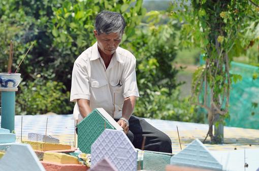 Người cha nghèo 14 năm chôn cất 20.000 hài nhi, cưu mang hàng trăm đứa bé mồ côi ở Nha Trang