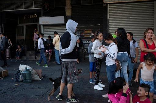 Venezuela động đất 7,3 độ Richter, cảnh báo sóng thần