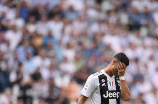 Ronaldo bật khóc sau bàn đầu tiên cho Juventus ở Serie A