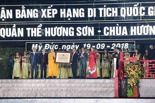 Chùa Hương đón Bằng Di tích Quốc gia đặc biệt