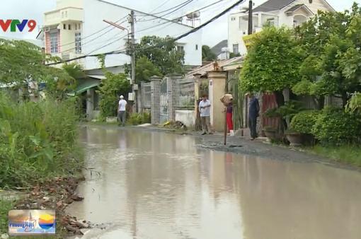 Cần Thơ: Dân khốn khổ vì đường xuống cấp, ngập nước sau mưa lớn
