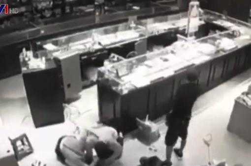 Sơn La: Nữ chủ tiệm vàng chống trả quyết liệt lại nhóm cướp có súng