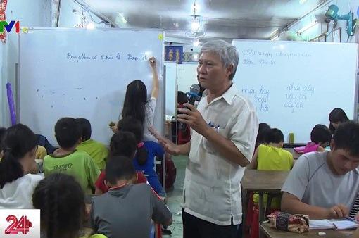 Việc tử tế: Người thầy của trẻ nhập cư ở TP.HCM