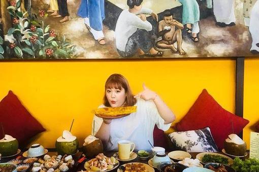 """""""Thánh ăn"""" Hàn Quốc trải nghiệm món ăn đường phố TP.HCM"""