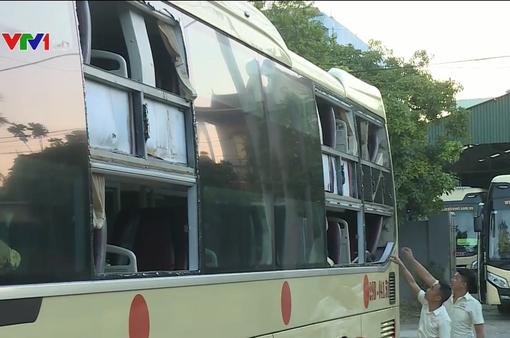 Côn đồ tấn công hàng loạt xe du lịch tới Quảng Bình