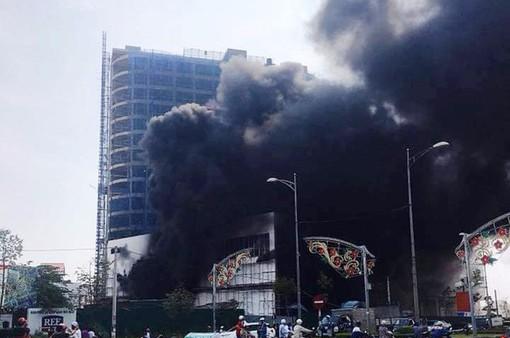 Cháy lớn ở trung tâm thương mại cao nhất TP Yên Bái
