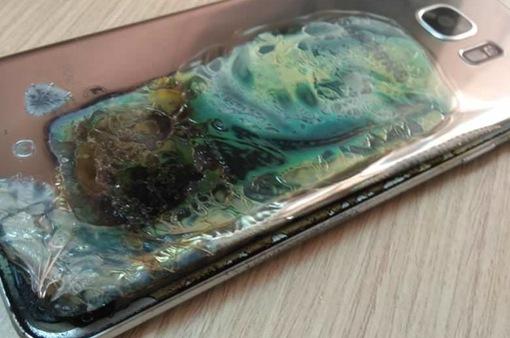 Galaxy S7 Edge bốc cháy, khách hàng được đền Galaxy S9